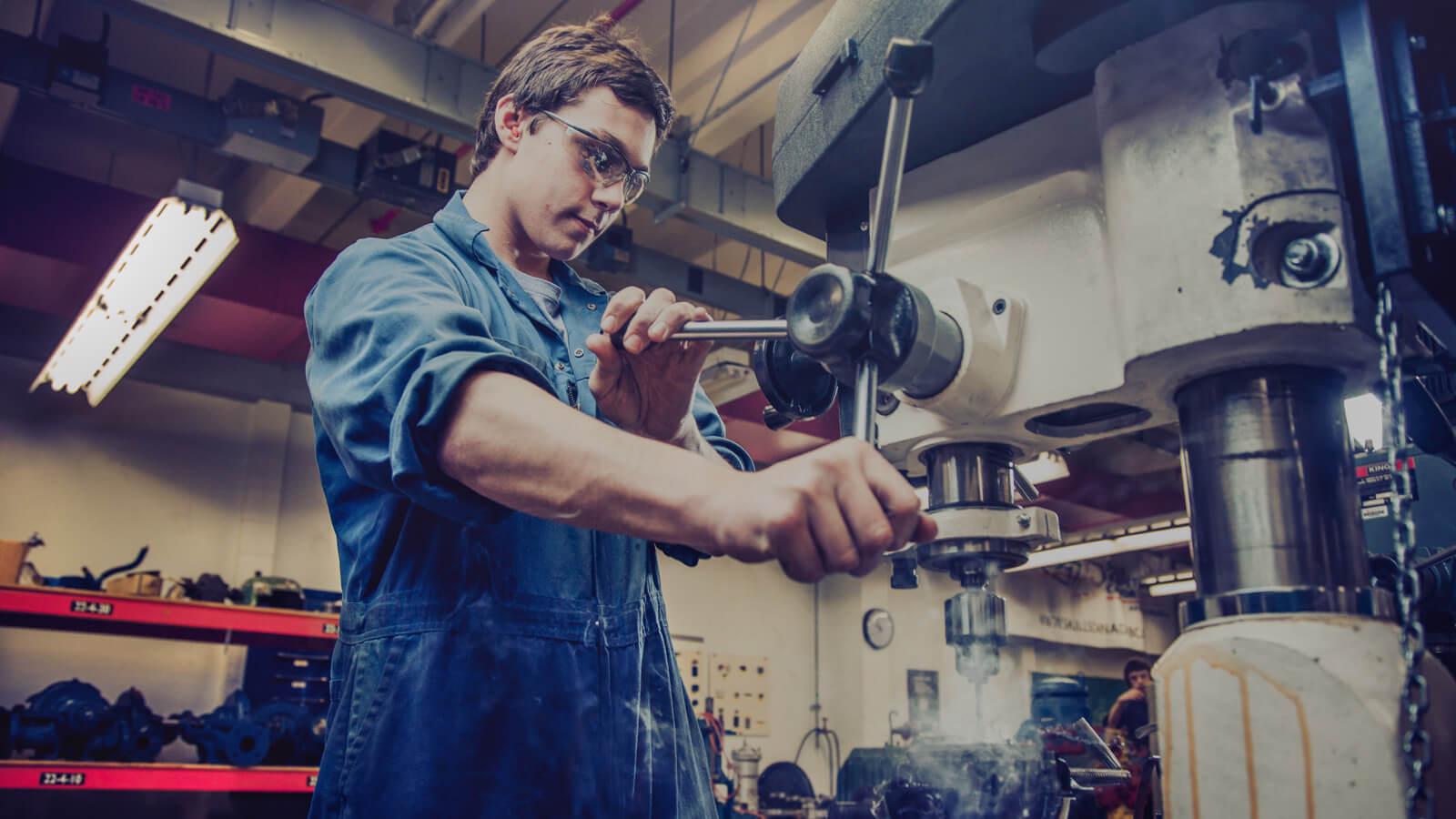 Técnicas de lubricación de maquinaria y equipo industrial